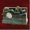 Часы: Охота. Натуральный камень и бронза